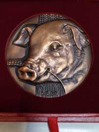 2006年上海造币厂猪年大铜章,罗永辉大师精品
